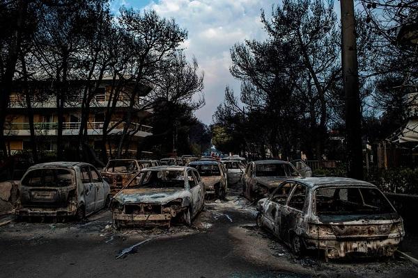 """Hy Lạp: Cận cảnh """"quỷ lửa"""" nuốt trọn gần 100 ngôi nhà, ít nhất 74 người chết - Ảnh 21"""