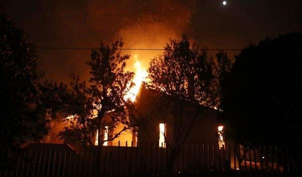 """Hy Lạp: Cận cảnh """"quỷ lửa"""" nuốt trọn gần 100 ngôi nhà, ít nhất 74 người chết - Ảnh 8"""