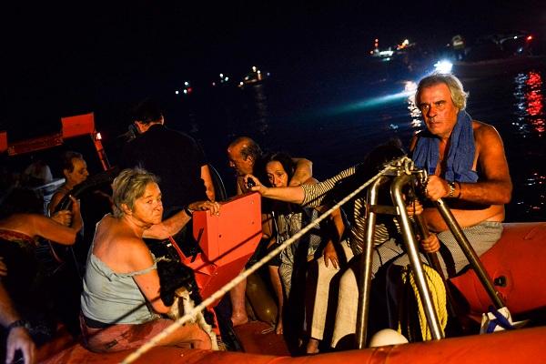 """Hy Lạp: Cận cảnh """"quỷ lửa"""" nuốt trọn gần 100 ngôi nhà, ít nhất 74 người chết - Ảnh 13"""
