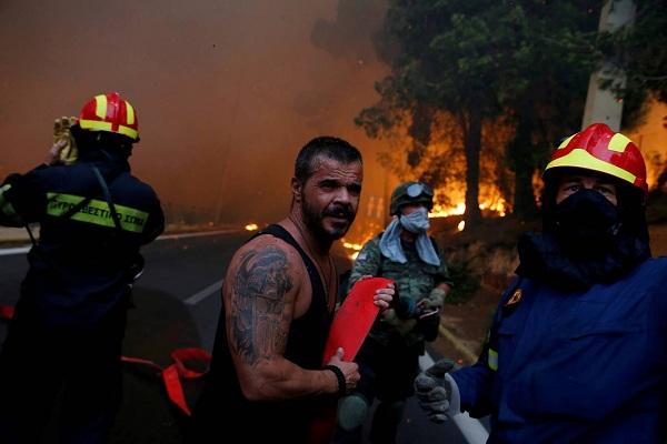 """Hy Lạp: Cận cảnh """"quỷ lửa"""" nuốt trọn gần 100 ngôi nhà, ít nhất 74 người chết - Ảnh 10"""