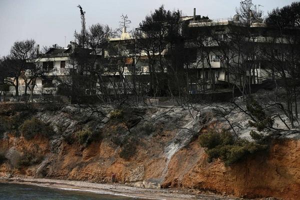 """Hy Lạp: Cận cảnh """"quỷ lửa"""" nuốt trọn gần 100 ngôi nhà, ít nhất 74 người chết - Ảnh 16"""