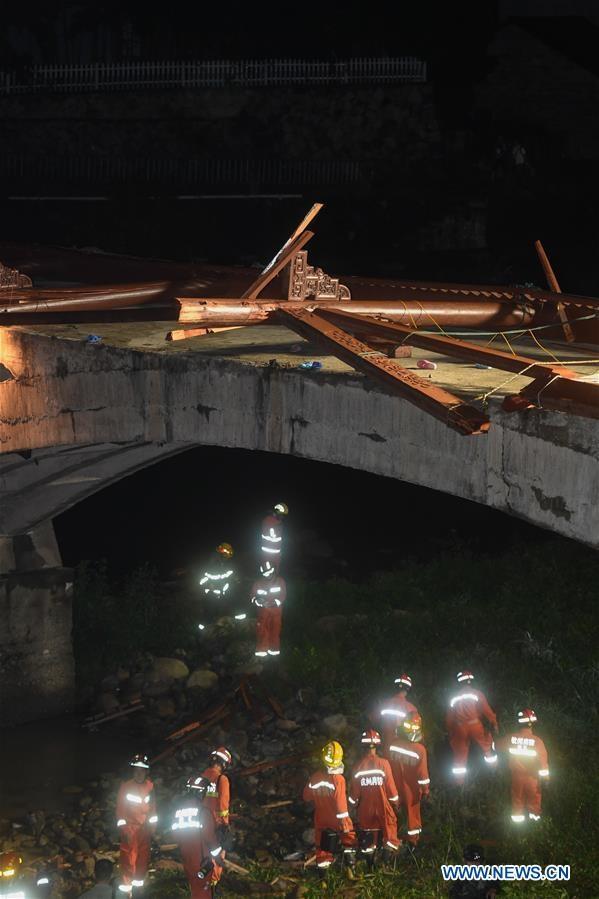 Sập cầu kinh hoàng ở Trung Quốc, 8 người thiệt mạng, 3 người bị thương - Ảnh 3