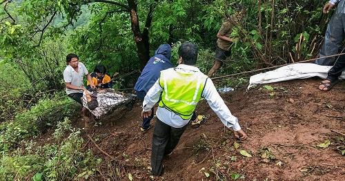 Tai nạn thảm khốc: Xe đi dã ngoại lao xuống vực sâu, 33 người thiệt mạng - Ảnh 3