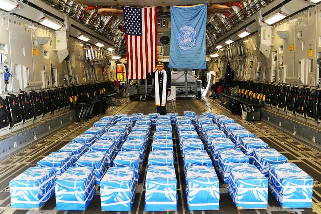 Lý giải nguyên nhân 55 bộ hài cốt Triều Tiên trao trả cho Mỹ được phủ cờ Liên Hợp Quốc - Ảnh 1