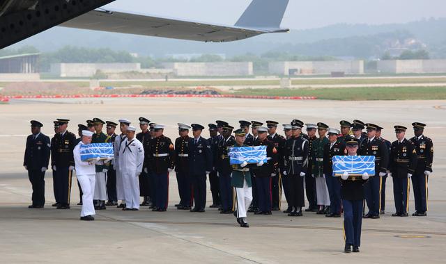 Lý giải nguyên nhân 55 bộ hài cốt Triều Tiên trao trả cho Mỹ được phủ cờ Liên Hợp Quốc - Ảnh 2