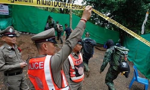 Hiện trường giải cứu đội bóng Thái Lan: Khẩn trương và kỷ luật  - Ảnh 10