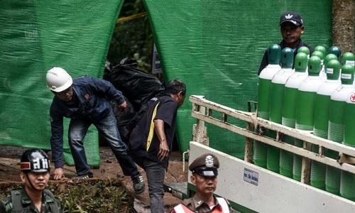 Hiện trường giải cứu đội bóng Thái Lan: Khẩn trương và kỷ luật  - Ảnh 12