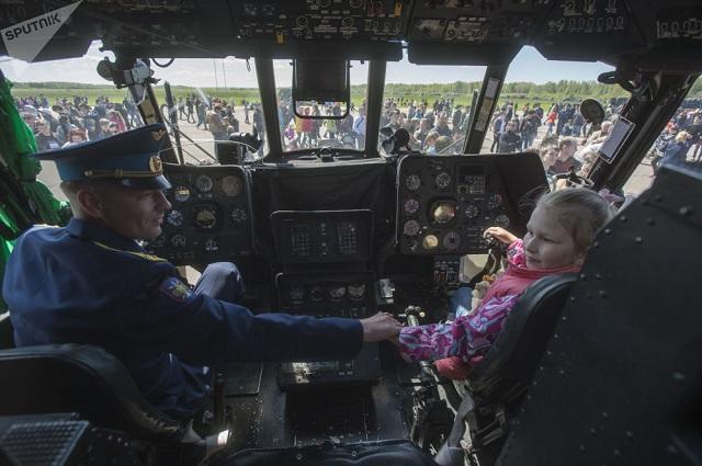 Chiêm ngưỡng dàn khí tài và lực lượng binh sĩ hùng hậu bảo vệ vùng trời của Nga - Ảnh 13