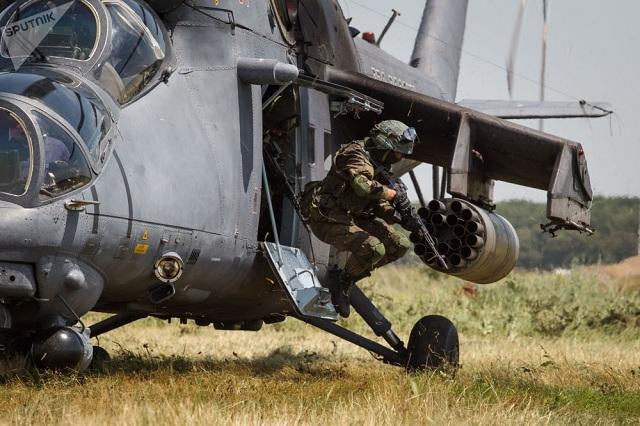 Chiêm ngưỡng dàn khí tài và lực lượng binh sĩ hùng hậu bảo vệ vùng trời của Nga - Ảnh 4