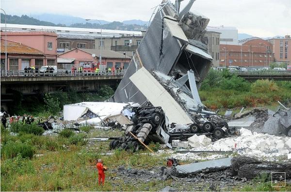 """""""Địa ngục trần gian"""" sau thảm kịch sập cầu cao 100m tại Italy: Ít nhất 35 người thiệt mạng - Ảnh 6"""