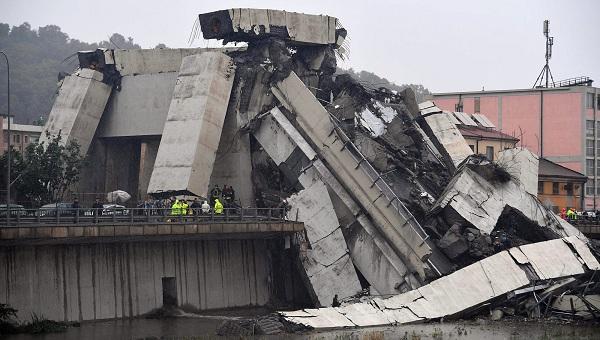 """""""Địa ngục trần gian"""" sau thảm kịch sập cầu cao 100m tại Italy: Ít nhất 35 người thiệt mạng - Ảnh 7"""