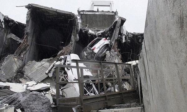 """""""Địa ngục trần gian"""" sau thảm kịch sập cầu cao 100m tại Italy: Ít nhất 35 người thiệt mạng - Ảnh 10"""