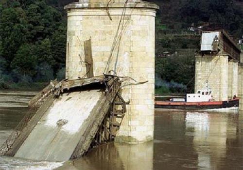 10 vụ sập cầu thảm khốc nhất trong suốt 100 năm qua - Ảnh 5