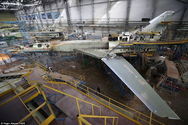 """Cận cảnh nhà máy sản xuất """"sát thủ diệt hạm siêu thanh"""" Tu-22M3M của Nga - Ảnh 3"""