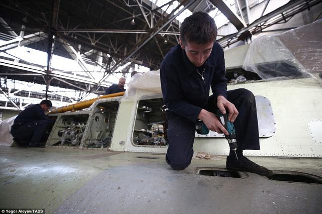 """Cận cảnh nhà máy sản xuất """"sát thủ diệt hạm siêu thanh"""" Tu-22M3M của Nga - Ảnh 4"""