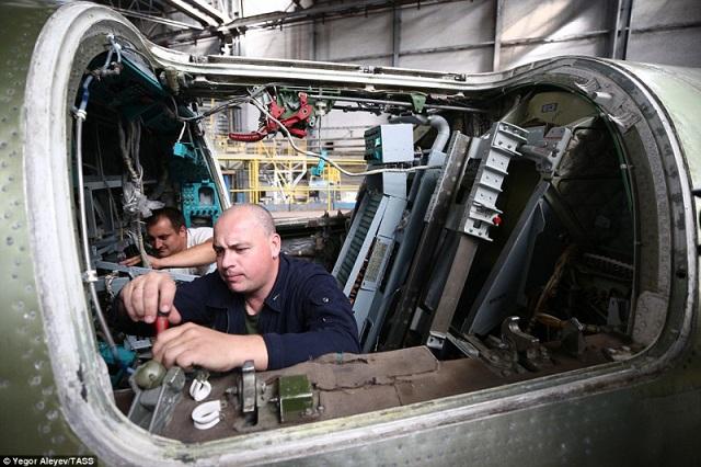 """Cận cảnh nhà máy sản xuất """"sát thủ diệt hạm siêu thanh"""" Tu-22M3M của Nga - Ảnh 6"""