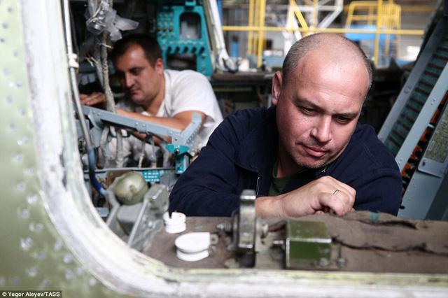 """Cận cảnh nhà máy sản xuất """"sát thủ diệt hạm siêu thanh"""" Tu-22M3M của Nga - Ảnh 7"""