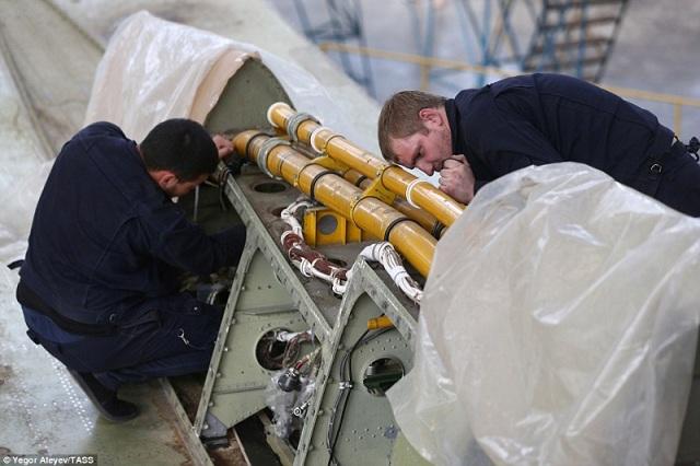 """Cận cảnh nhà máy sản xuất """"sát thủ diệt hạm siêu thanh"""" Tu-22M3M của Nga - Ảnh 9"""