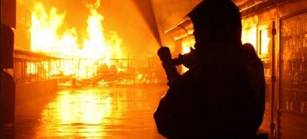 Khung cảnh tan hoang sau vụ cháy khách sạn tại khiến 18 người thiệt mạng - Ảnh 1