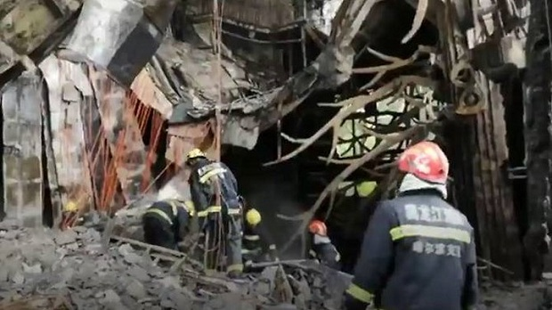 Khung cảnh tan hoang sau vụ cháy khách sạn tại khiến 18 người thiệt mạng - Ảnh 4