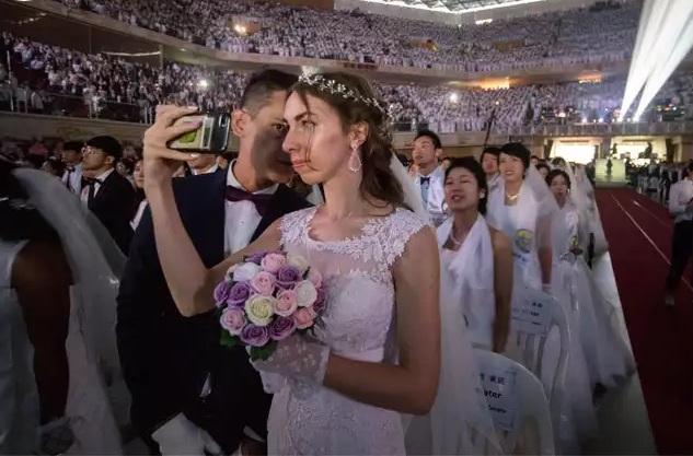 4.000 cặp cô dâu chú rể tham gia đám cưới tập thể tại Hàn Quốc, nhiều đôi chỉ mới quen - Ảnh 4