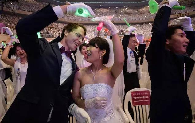 4.000 cặp cô dâu chú rể tham gia đám cưới tập thể tại Hàn Quốc, nhiều đôi chỉ mới quen - Ảnh 7