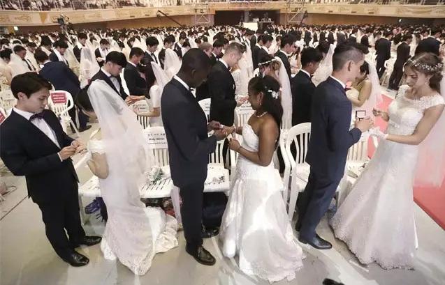 4.000 cặp cô dâu chú rể tham gia đám cưới tập thể tại Hàn Quốc, nhiều đôi chỉ mới quen - Ảnh 8