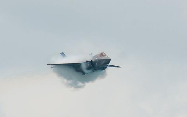 """Video: Màn nhào lộn mãn nhãn của """"quái điểu thống trị bầu trời Trung Đông"""" F-35 - Ảnh 1"""