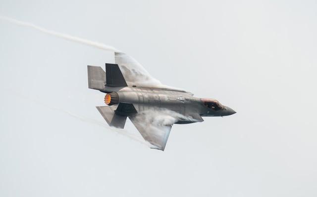 """Video: Màn nhào lộn mãn nhãn của """"quái điểu thống trị bầu trời Trung Đông"""" F-35 - Ảnh 3"""