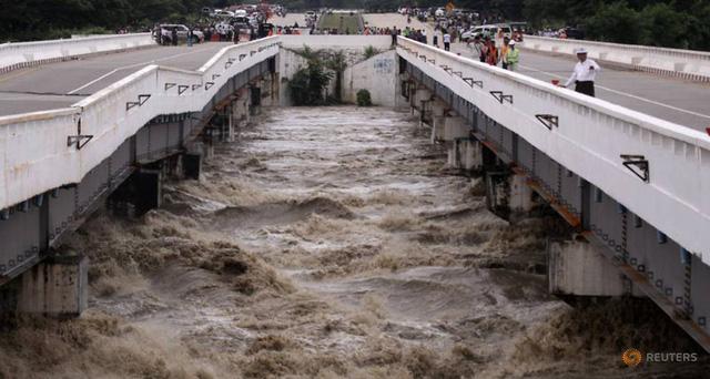 Hiện trường vỡ đập tại Myanmar khiến hơn 100 ngôi làng ngập trong nước lũ - Ảnh 1