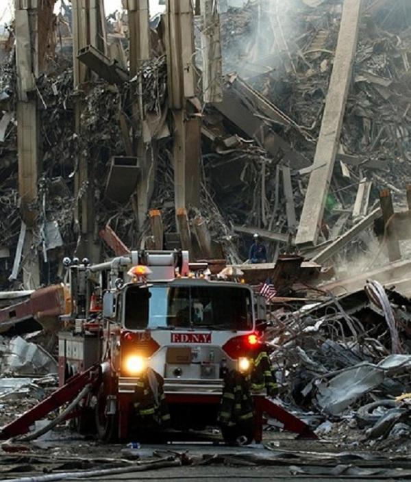 Vụ khủng bố 11/9: Những bức hình ám ảnh cả thế giới trong suốt 17 năm - Ảnh 12