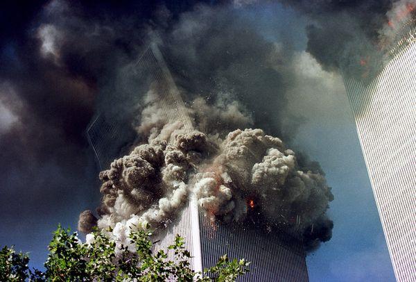 Vụ khủng bố 11/9: Những bức hình ám ảnh cả thế giới trong suốt 17 năm - Ảnh 2
