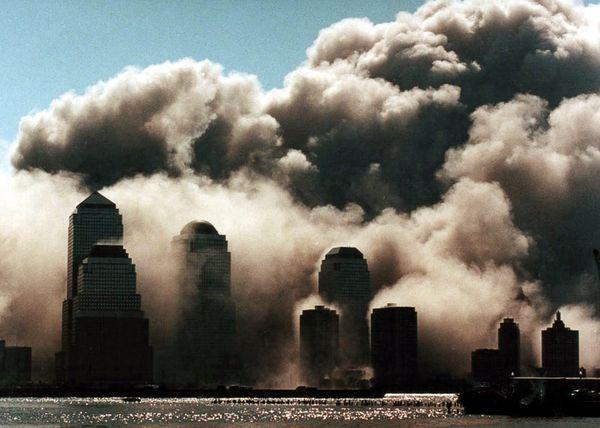 Vụ khủng bố 11/9: Những bức hình ám ảnh cả thế giới trong suốt 17 năm - Ảnh 3