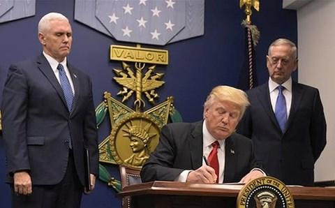 Tổng thống Trump ban hành sắc lệnh trừng phạt người can thiệp bầu cử Mỹ - Ảnh 1