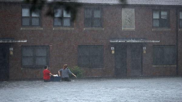 Siêu bão Florence có thể trút 37,8 nghìn tỷ lít nước khi đổ bộ vào Mỹ - Ảnh 6