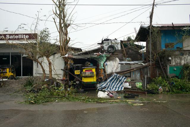 Siêu bão Mangkhut đổ bộ, Philippines gồng mình chống chọi - Ảnh 10