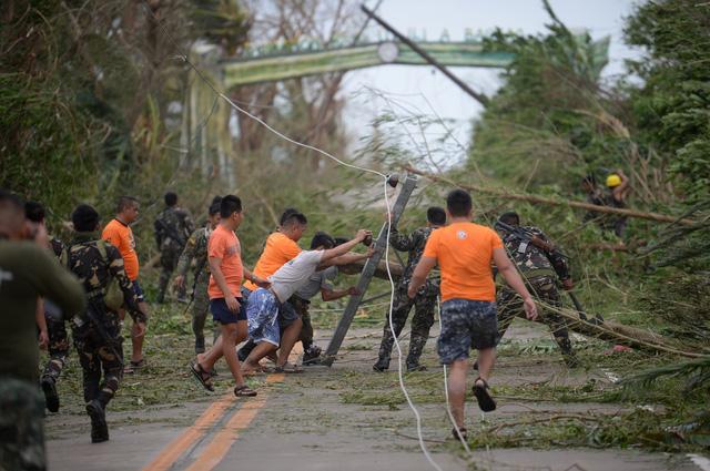 Siêu bão Mangkhut đổ bộ, Philippines gồng mình chống chọi - Ảnh 11