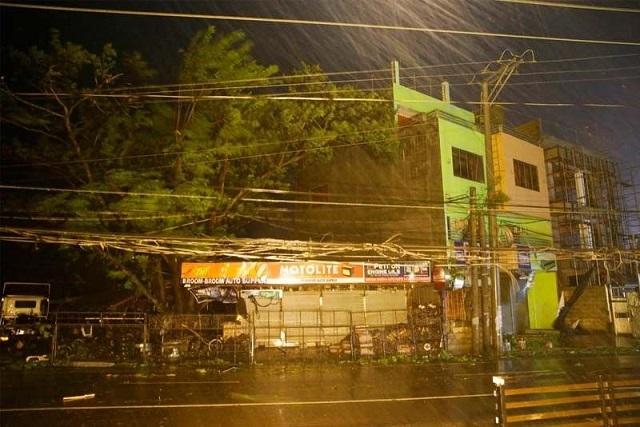 Siêu bão Mangkhut đổ bộ, Philippines gồng mình chống chọi - Ảnh 1