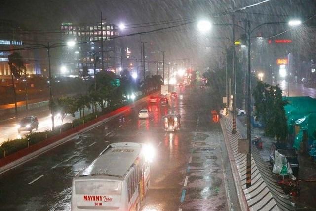 Siêu bão Mangkhut đổ bộ, Philippines gồng mình chống chọi - Ảnh 3