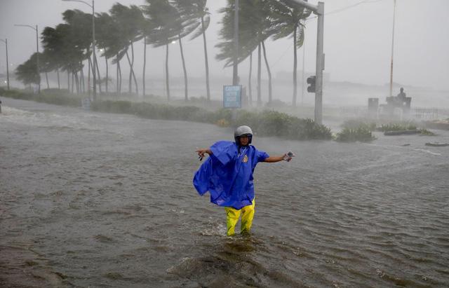 Siêu bão Mangkhut đổ bộ, Philippines gồng mình chống chọi - Ảnh 8