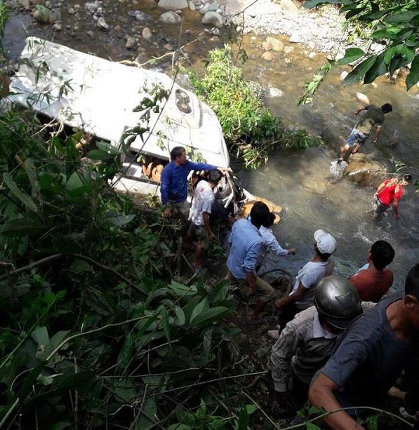 Hiện trường vụ nạn giao thông 12 người chết ở Lai Châu, xe khách bẹp dúm  - Ảnh 1