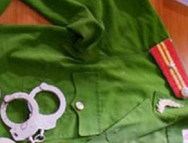 """Điều tra cựu thanh tra giao thông giả danh công an, nhận """"chạy"""" việc - Ảnh 1"""