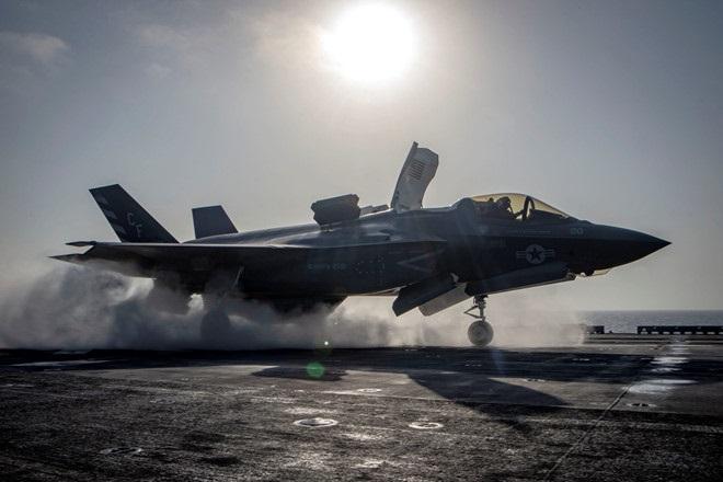 Siêu tiêm kích đắt nhất lịch sử F-35B của Mỹ gặp nạn, bốc khói đen dữ dội - Ảnh 2