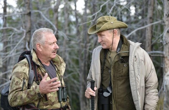 Tổng thống Putin đi bộ 5 giờ, leo núi lên đến độ cao 1.800m - Ảnh 1