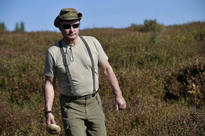 Tổng thống Putin đi bộ 5 giờ, leo núi lên đến độ cao 1.800m - Ảnh 2