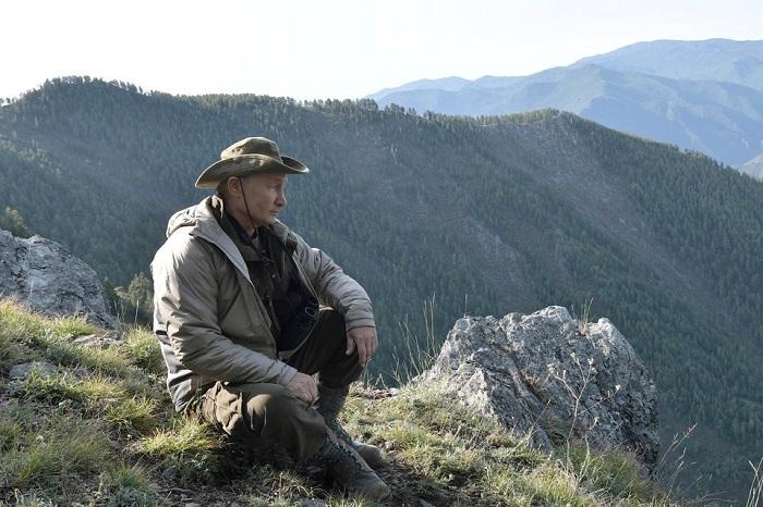 Tổng thống Putin đi bộ 5 giờ, leo núi lên đến độ cao 1.800m - Ảnh 3