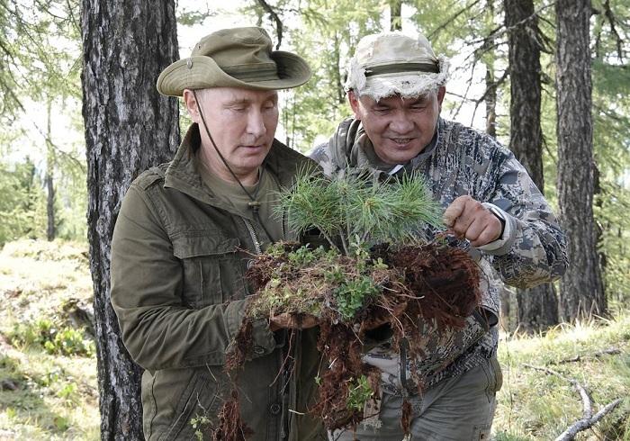 Tổng thống Putin đi bộ 5 giờ, leo núi lên đến độ cao 1.800m - Ảnh 4