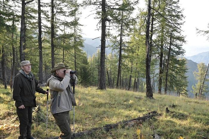 Tổng thống Putin đi bộ 5 giờ, leo núi lên đến độ cao 1.800m - Ảnh 5