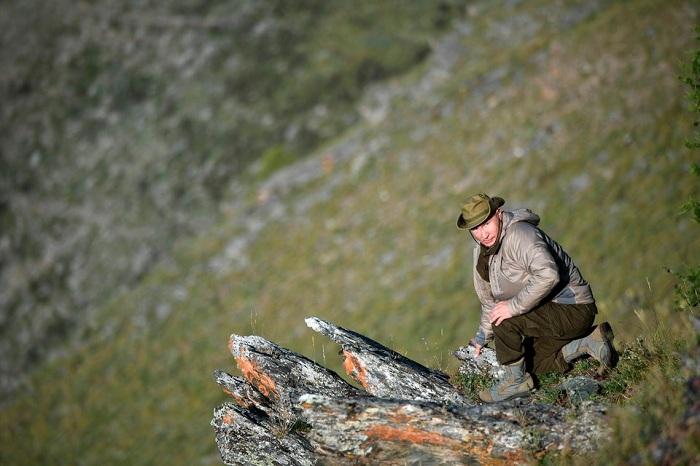 Tổng thống Putin đi bộ 5 giờ, leo núi lên đến độ cao 1.800m - Ảnh 6