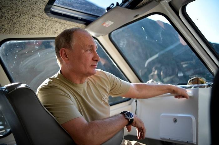Tổng thống Putin đi bộ 5 giờ, leo núi lên đến độ cao 1.800m - Ảnh 7